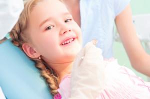 child visits dentist